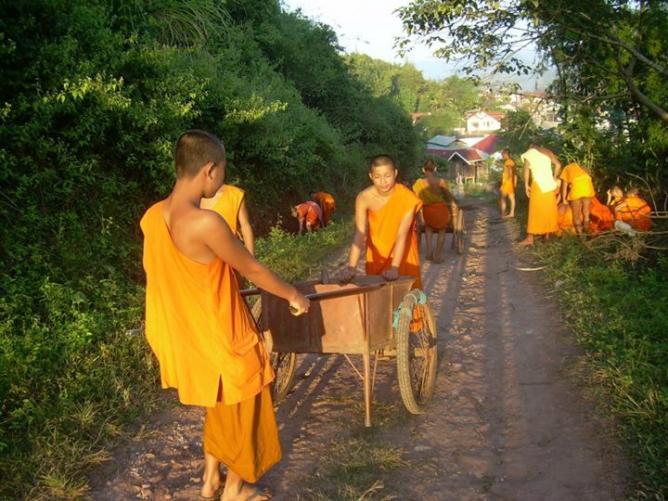 14. Moines - Laos 2008